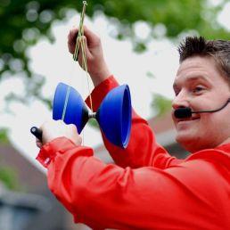 Juggler Eindhoven  (NL) Street show full of juggling