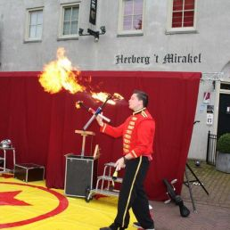 Straatshow vol jongleren