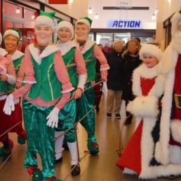 Animatie Oude Pekela  (NL) Vrolijke Kerstman met elfjes dansgroep
