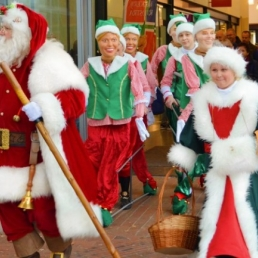 Actor Oude Pekela  (NL) Happy Santa with dancing elves