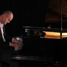 Pianist Jack Janssen