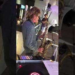 Ervaren duo: DJ met Saxofonist