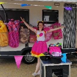Ballon artiest Beneden Leeuwen  (NL) Bella Ballon Ballonnen kraam