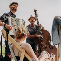 Band Driebergen-rijsenburg  (NL) BombaNaranja ★ Accordeon・Contrabas・Zang