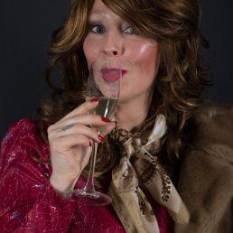 Animatie Cuijk  (NL) Typetje en zangeres Marie Clair