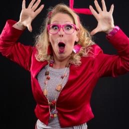 Animatie Cuijk  (NL) Typetje en Zangeres Pink Lady