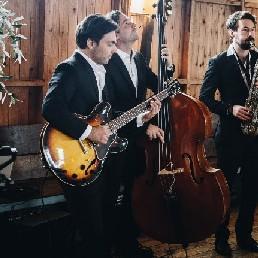 Fine Jazz Trio gitaar, sax en contrabas