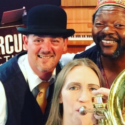 Trompettist Maassluis  (NL) Saskia Laroo JCC (trompet & key & DJ)