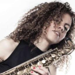 Saxophonist Maassluis  (NL) Sanne Landvreugd (Sax + DJ)