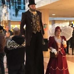 Animatie Zuidbroek  (NL) Dickens Steltenlopers