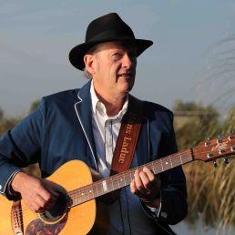 Zanger Gitarist - Hans Laduc