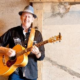 Singer Guitarist - Hans Laduc