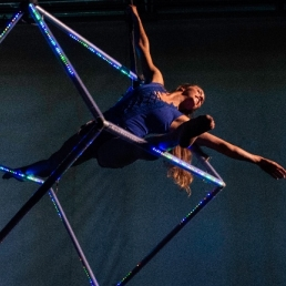 Flying Cube-Luchtacrobatiek-Aerial Act