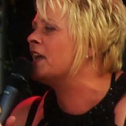 Singer (female) Linne  (NL) Bianca Balendonck