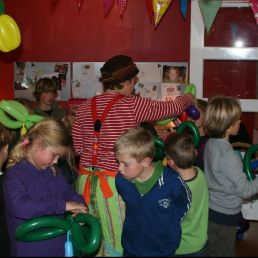 Kids show Alkmaar  (NL) Balloon show with party hat program