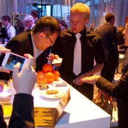 Magician Apeldoorn  (NL) Table juggling: Magic & Mindreading