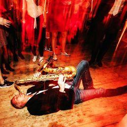 Saxofonist Ruud de Vries bij DJ