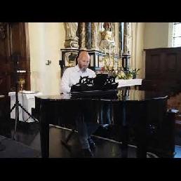 Pop up pianist