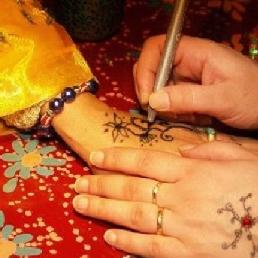 Make-up artist 's Gravenwezel  (BE) Henna Tattoo Artist with Tattoo Kar