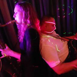 Coverband 2 Flowers met DJ