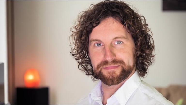 Pianist Laren  (Noord Holland)(NL) Intuïtieve neo-klassieke piano muziek