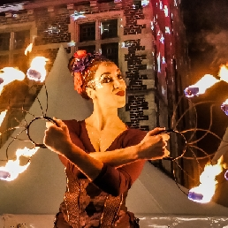 Stunt show Antwerpen  (BE) Magic Lady - stilts act with/without fire