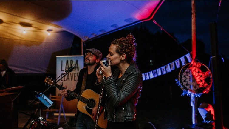 Lara Leaves (Acoustic trio)
