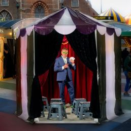Leo Smetsers: The Smallest Show On Earth